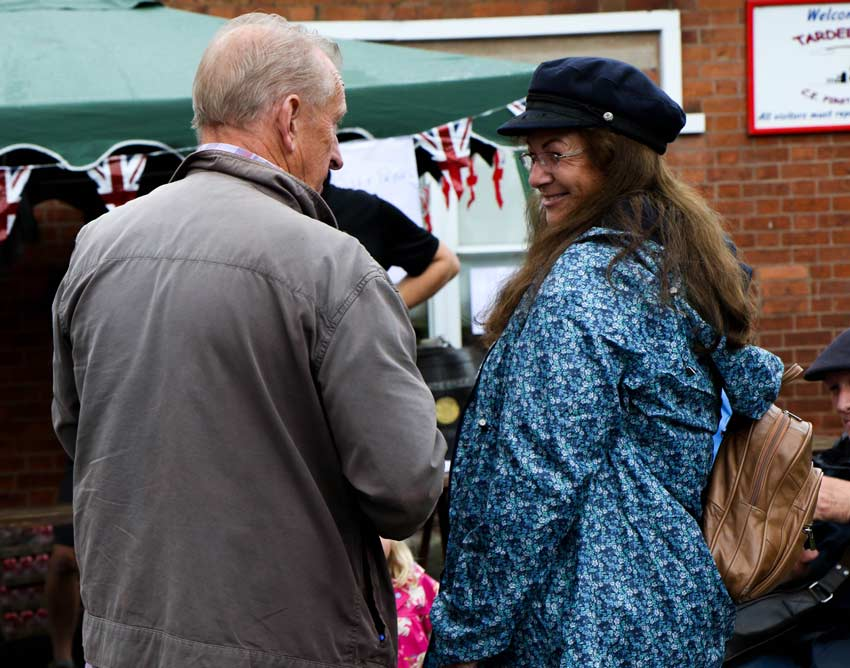 Roger Powell and visitor to the Tardebigge Fair and Show 2016